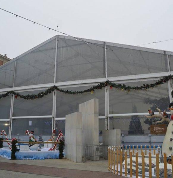 Ya puedes patinar sobre hielo en la pista de la Plaza del Pilar