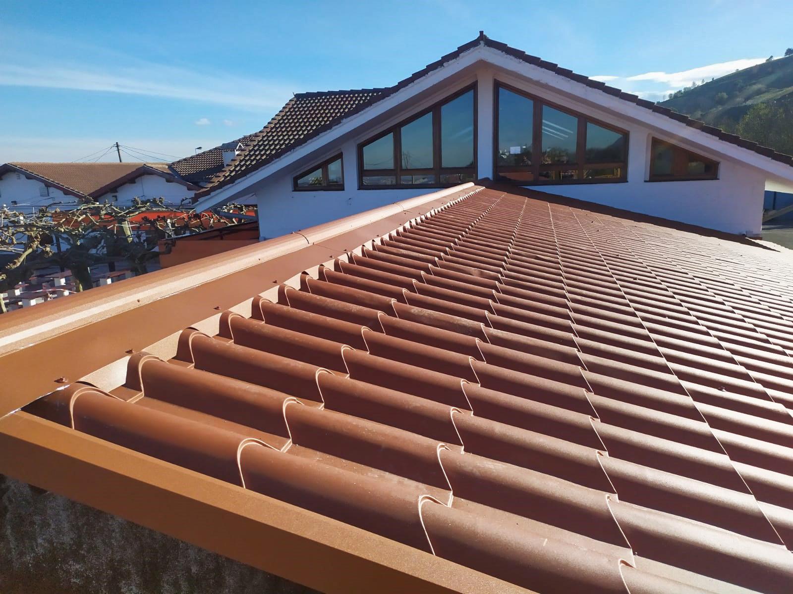 Carpa con cubierta de teja