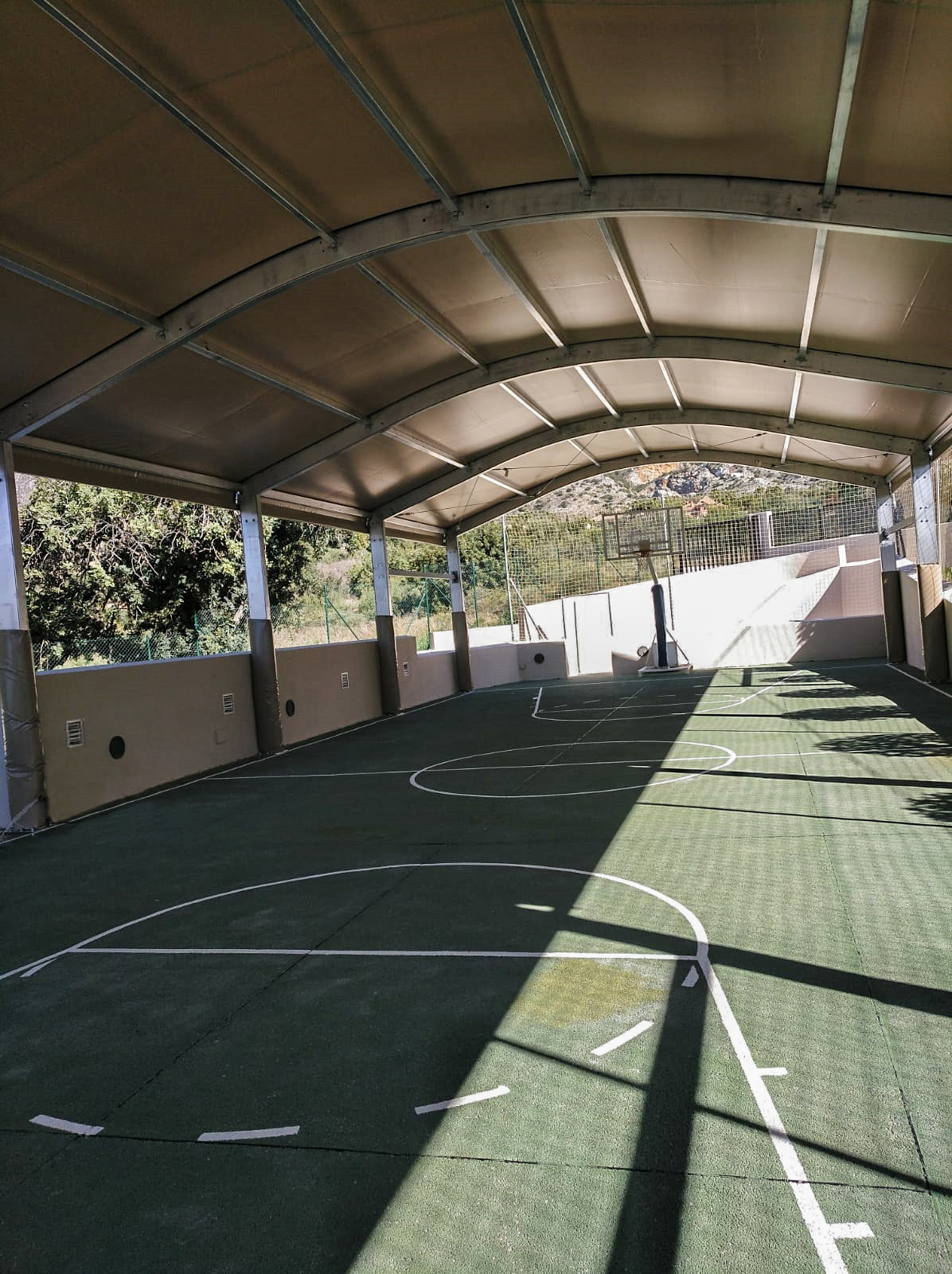 Cubiertas para pistas deportivas en colegio